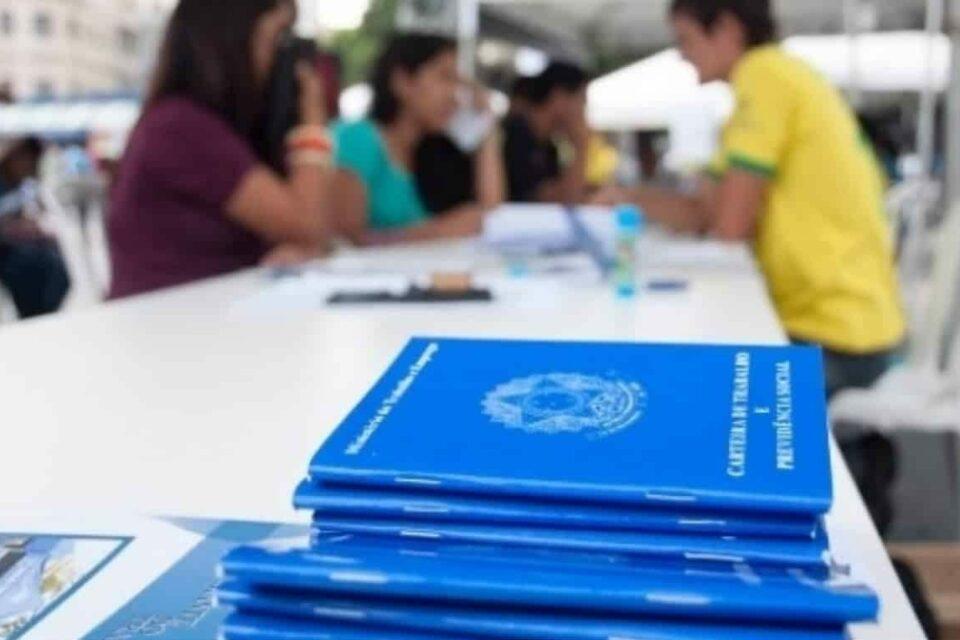 Brasil cria em julho 316 mil empregos com carteira assinada