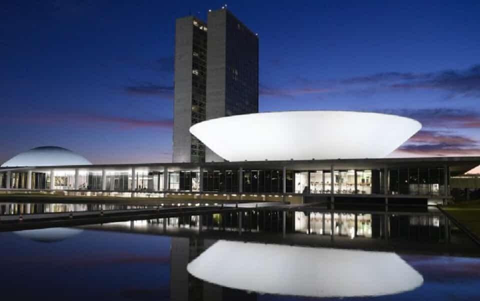 Após veto de Bolsonaro, Congresso se mobiliza para garantir fundo eleitoral de R$ 4 bilhões